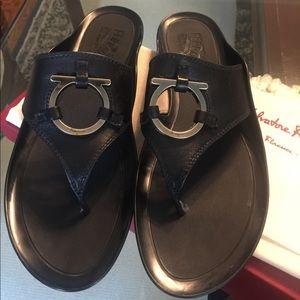 Salvatore Ferragamo Demy Flat Thong Black Size 9